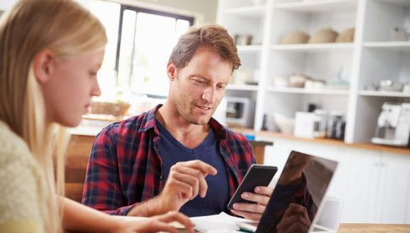 El uso del Internet y de redes sociales se ha vuelto fundamental para que los negocios caminen. (Getty Images)
