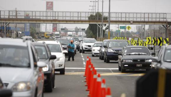 Desde el peaje de Villa, en Chorrillos, se observaba la congestión en varios kilómetros de la Panamericana Sur. (L. Gonzáles)