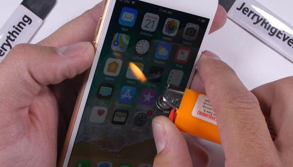 iPhone 8 es sometido a duras pruebas (YouTube/JerryRigEverything)