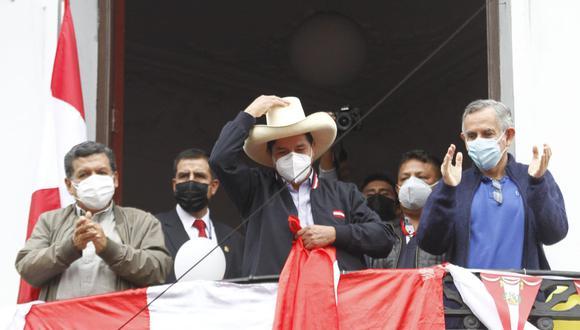 Pedro Castillo apareció en el balcón con sus aliados políticos (Geraldo Casto/GEC).