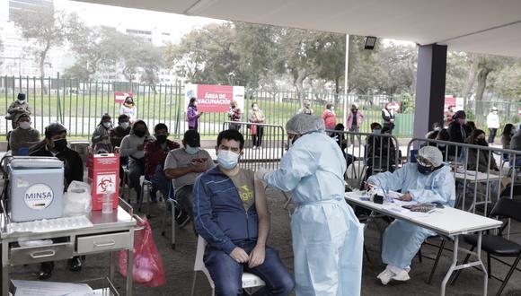 Entre las personas convocadas para el VacunaFest de este fin de semana están quienes tienen 23 años y deben recibir su primera dosis contra el COVID-19. (Foto: Jessica Vicente/@photo.gec)