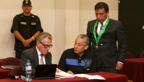 Alfredo Crespo, además de abogado de 'Artemio', es secretario general del Movadef. (USI)