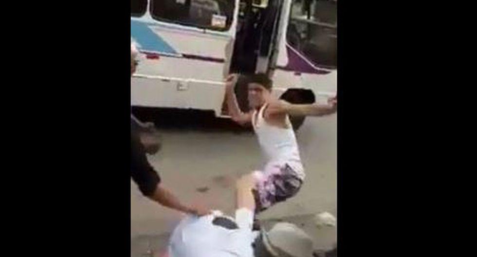 Video captó a sujeto agrediendo a anciano por intentar defender a una mujer en Santa Anita. (Captura)