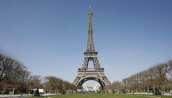 La Torre Eiffel será repintada a brocha por su 130° aniversario (AFP)
