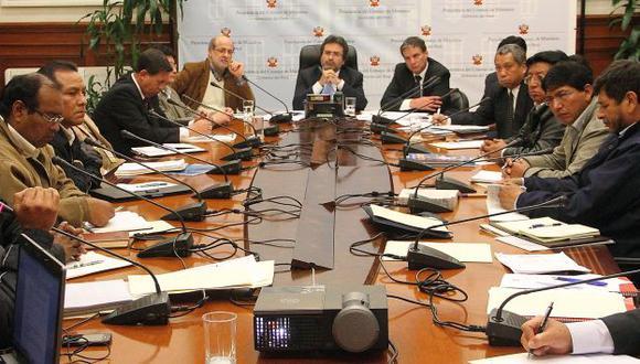 El viernes, Abugattás participó en acuerdo con mineros. (USI)