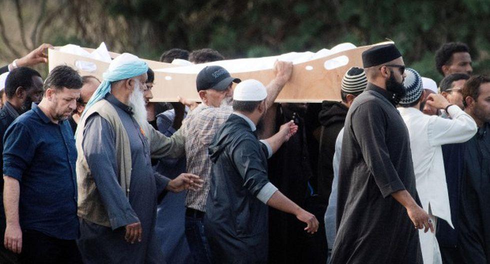 Un refugiado sirio y su hijo fueron enterrados en Nueva Zelanda en los primeros funerales de la masacre de las mezquitas gemelas. (Foto: AFP)