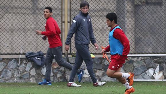 SE ROMPE LA CABEZA. Ibáñez con problemas para enfrentar mañana a Sport Huancayo. (USI)