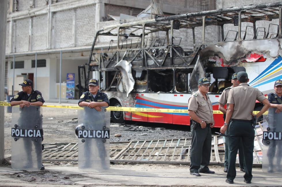 Tragedia en ex terminal de Fiori: Confirman 17 muertos y 7 heridos tras incendio de bus. (Giancarlo Ávila/GEC)
