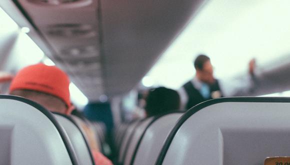 Un video viral de TikTok muestra cómo un auxiliar de vuelo en Estados Unidos encaró a unos pasajeros maleducados y los regañó por no obedecer el reglamento a bordo. | Crédito: Pixabay / Referencial