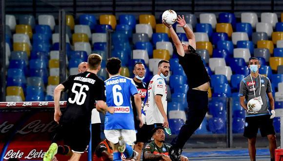 Gennaro Gattuso y el salto que se convirtió en viral en el Napoli vs. Milan. (Foto: EFE)