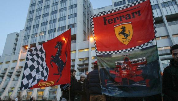 REZAN POR ÉL. Simpatizantes de Michael Schumacher oran por su pronta recuperación. (Reuters)