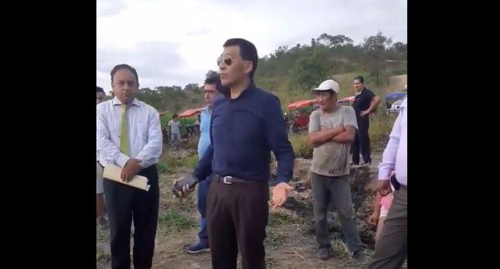 Moisés Mamani fue a disuadir una invasión en un terreno que aseguró que era de su propiedad y pidió que los ocupantes vayan a otro terreno del municipio de Tarapoto. (YouTube)