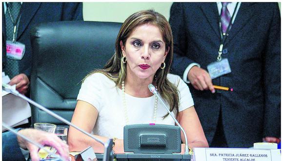 Juárez militó en Solidaridad Nacional del 5 de noviembre del 2004 hasta el 16 de noviembre del 2018. Como parte de dicho partido fue teniente alcaldesa de la tercera gestión de Luis Castañeda Lossio en la Municipalidad de Lima y postuló sin éxito al Parlamento el 2011. (Foto: GEC)