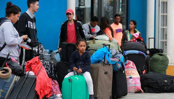 Unos mil venezolanos esperan entrar a Perú antes de exigencia de pasaporte. (Reuters)