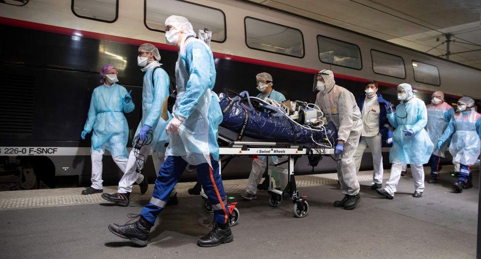 En esa cifra se incluyen los dos TGV medicalizados que salieron esta mañana de la estación parisina de Austerlitz en dirección a Bretaña (oeste), el primero hacia las ciudades de Saint Brieuc y Brest con 24 pacientes, y el segundo hacia Rennes con 12. (Thomas SAMSON/AFP).