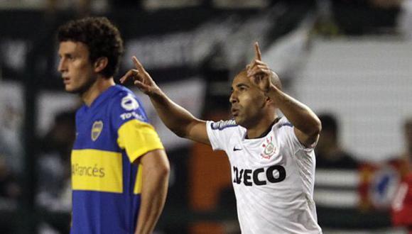 EN LA CIMA. Emerson marcó los dos goles del Corinthians. (AP)