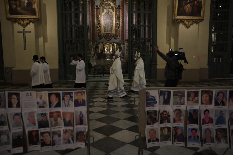 Catedral de Lima colocó fotos de todos los fallecidos en Perú a causa del COVID 19. Foto: Anthony Niño de Guzman / GEC