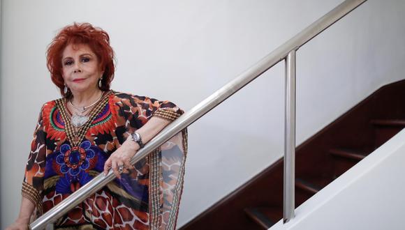 """""""Mi madre me enseñó corte y confección. Si tenía una fiesta de 15 años, yo misma cortaba mis vestidos. Toda mi vida la vehemencia ha sido un patrón"""", declara la diseñadora de modas y empresaria (Renzo Salazar/Perú21)."""