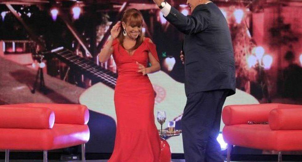 Sus dotes artísticos siempre los sacó a relucir cuando pisaba un set e televisión. Aquí está bailando junto a la periodista Magaly Medina, en 2015. (Foto: GEC)