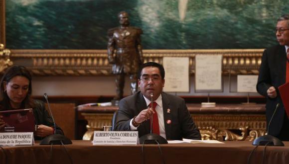 Alberto Oliva, presidente de la Comisión de Justicia, recogió aportes de colegas al dictamen. (Perú21)