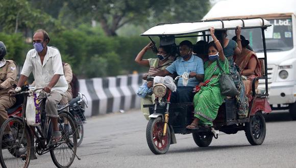 La informalidad y las complicaciones para respetar el distanciamiento social en India permiten la propagación del coronavirus. La imagen fue tomada este lunes 7 de septiembre en Nueva Delhi. (Foto: EFE)