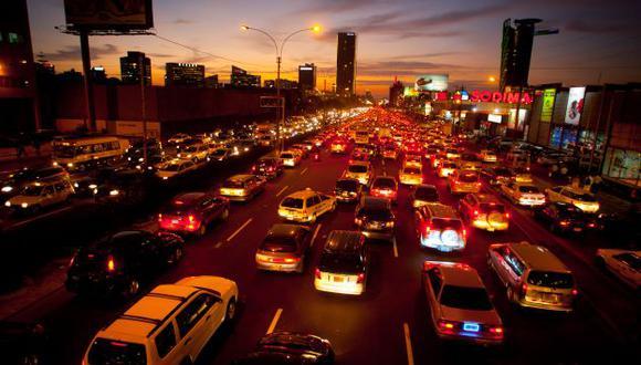 A FULL. Mayor poder adquisitivo y consolidación de la clase media impulsan ventas de automóviles. (Perú21)