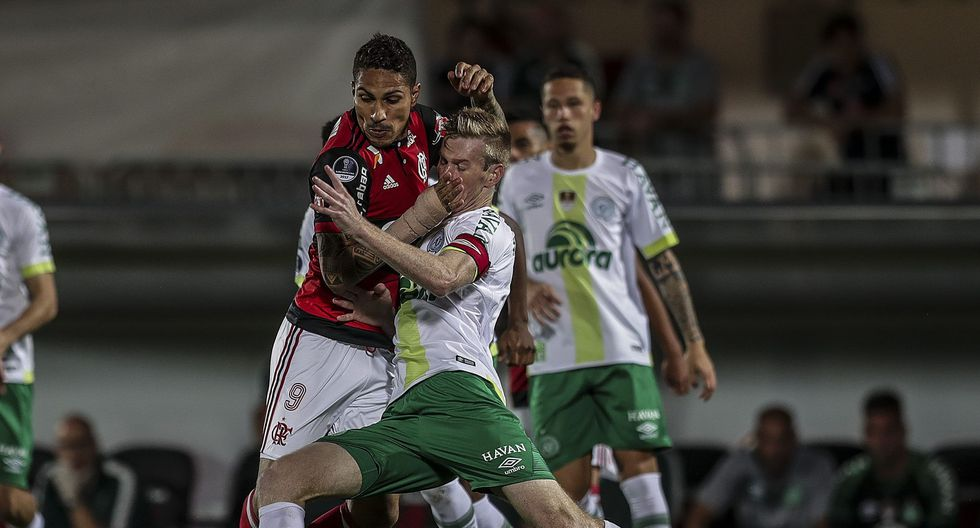 Paolo Guerrero ingresó en el complemento, tras el gol de Fluminense. (EFE)