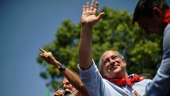 Según la cadena Globo, el candidato, que en la mañana hizo campaña en el estado de Río de Janeiro, sintió un leve malestar y acudió al centro de salud. | Foto: AFP