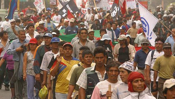 Cocaleros de Aguaytía arrinconan a Gobierno con sus exigencias. (Perú21)
