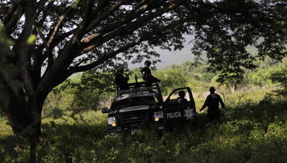 Hallan más fosas donde habrían cuerpos de estudiantes desaparecidos. (Reuters)