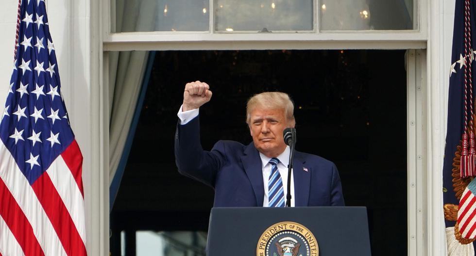 El presidente de Estados Unidos, Donald Trump, saluda a sus seguidores después de hablar sobre la ley y el orden desde el pórtico sur de la Casa Blanca en Washington. (AFP / MANDEL NGAN).