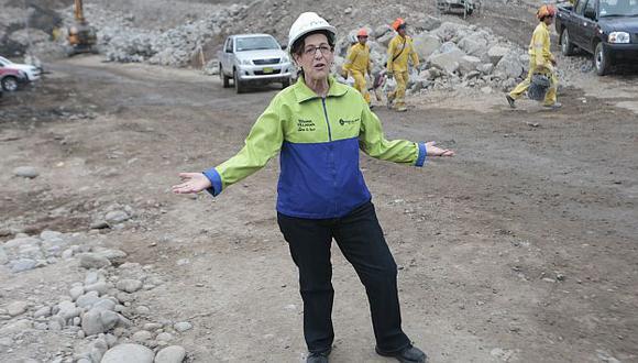 '¿Qué pasa?'. Eso parece preguntarse Villarán esta mañana cuando visitó las obras de Vía Parque Rímac. (Mario Zapata)