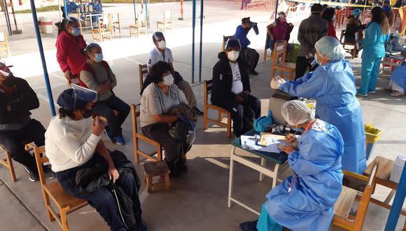 A inicios de este mes se alertó en Tacna un ausentismo de 60% de adultos mayores para ponerse la segunda dosis de la vacuna contra el COVID-19. (Foto referencial archivo GEC)
