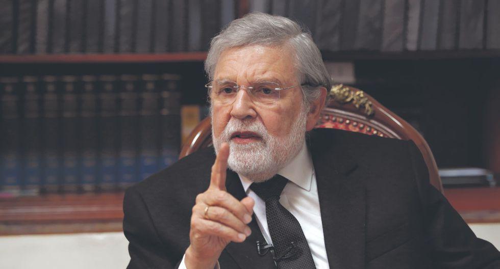 Ernesto Blume, presidente del Tribunal Constitucional, deslizó que los 14 magistrados que procesaron a Keiko Fujimori pudieron haberse equivocado.