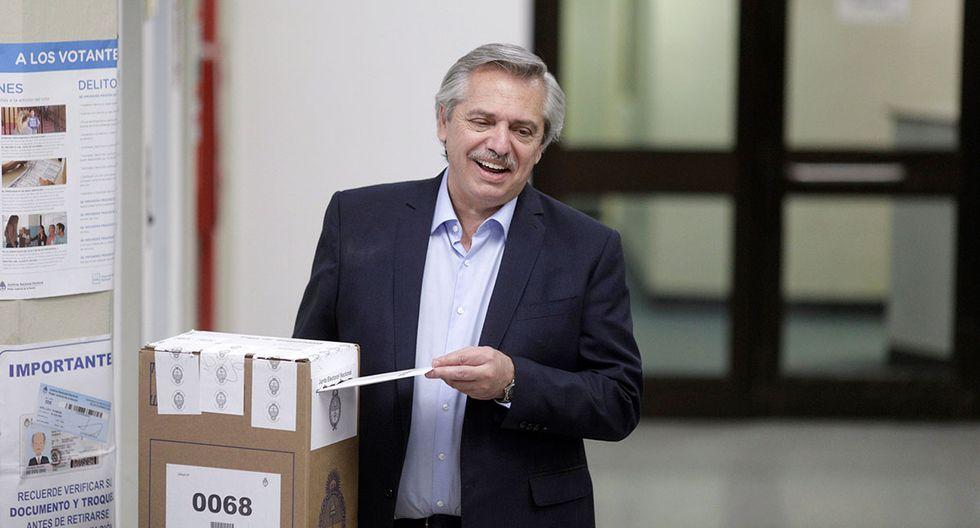 El candidato presidencial Alberto Fernández emite su voto en un colegio electoral, en Buenos Aires, Argentina. (Foto: Reuters)