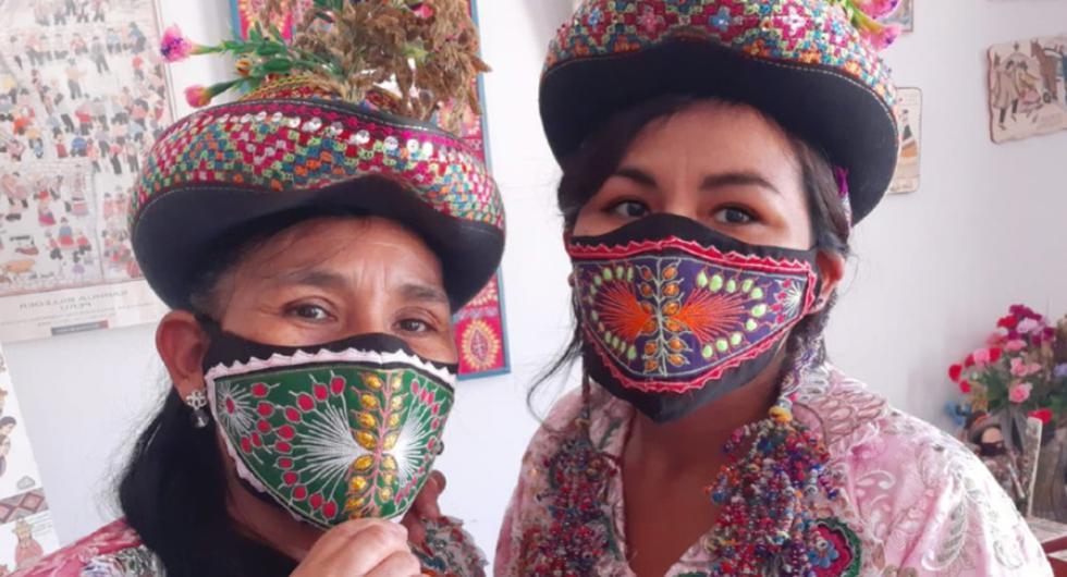 """""""El turno de la maravilla del arte textil diseñó la pollera sarhuina en mascarillas"""", describió la artista textil en su Facebook."""