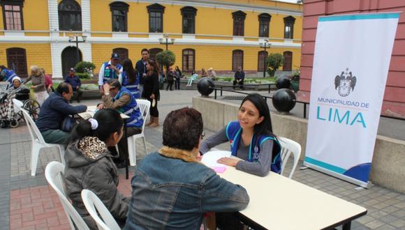 Este jueves, la unidad móvil llegó a la plazuela Santo Cristo (Barrios Altos), para mañana llegará al parque El Migrante (La Victoria) y el sábado 26 al club zonal Flor de Amancaes (Villa María del Triunfo). (Foto: MML)