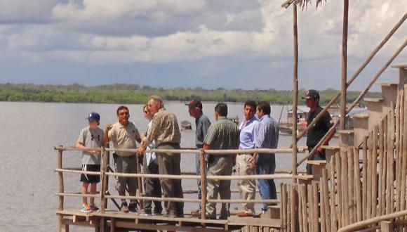 ENCANTADO.  El actor de Hollywood, su esposa y su hijo se divirtieron durante un paseo por el río Amazonas. (Genaro Alvarado)