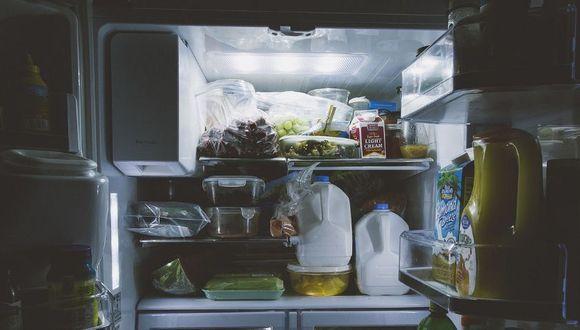 Antes de limpiar tu refrigeradora, desconectala y retira los alimentos. Es mejor que lo hagas antes de haber planificado una compra grande en el supermercado. Así tendrás que sacar menos cosas.(Foto: Pixabay)