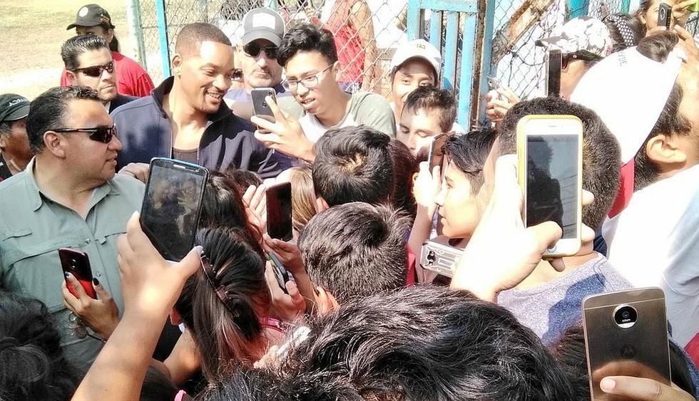 Will Smith sorprende a todos al llegar a pueblo de México en un helicóptero. (Foto: Twitter)