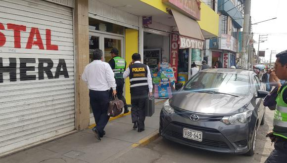 Peritos de la Policía llegaron hasta el lugar para indagar sobre este caso. (Lino Mamani)