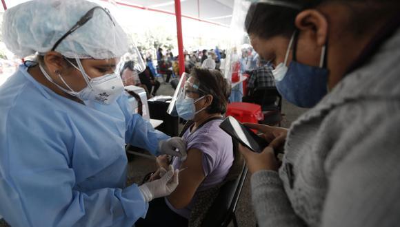 Gobierno se pronuncia sobre los mitos en torno a la vacunación contra el COVID-19. (Foto: Jorge Cerdán/GEC)