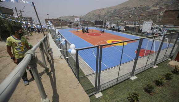 El alcalde de Lima, Jorge Muñoz, participó en la inauguración de una losa deportiva en Ate. (Foto: Municipalidad de Lima)