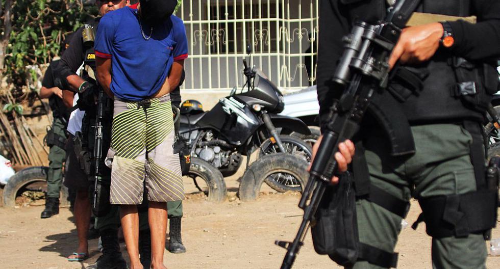 Tropas venezolanas son vistas en un puesto de control cercano a la frontera entre Venezuela y Colombia. (GEORGE CASTELLANOS / AFP).
