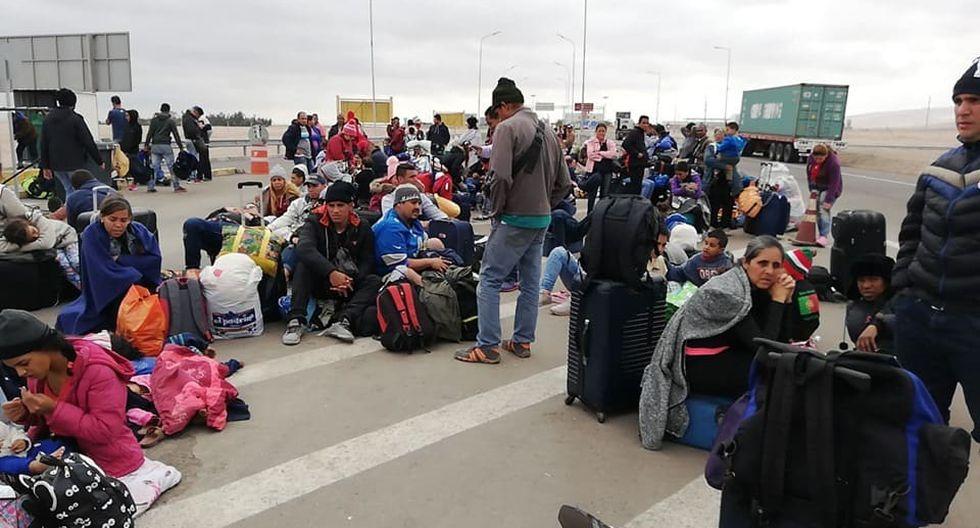 Cientos de venezolanos bloquearon el último sábado la carretera que conecta Tacna y Arica. (Foto: Ricardo Mamani)