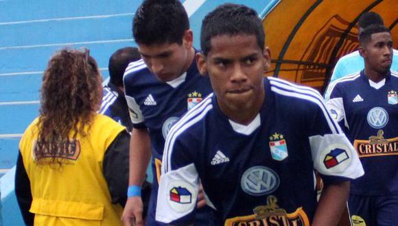 Familiares de Yair Clavijo y la hinchada de Sporting Cristal le dieron hoy el último adiós al jugador. (AFP)