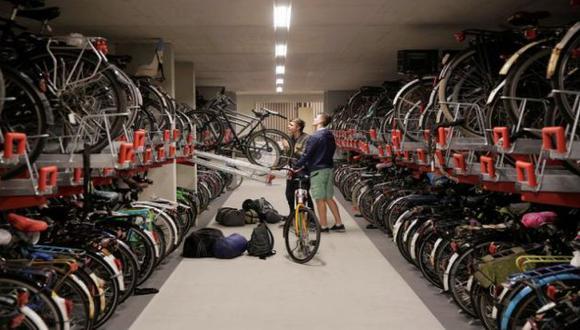 El estacionamiento de bicicletas de tres niveles es parte de un proyecto de la Plaza de la Estación del Este que planea convertirse en la nueva entrada al centro histórico de la ciudad. (REUTERS)