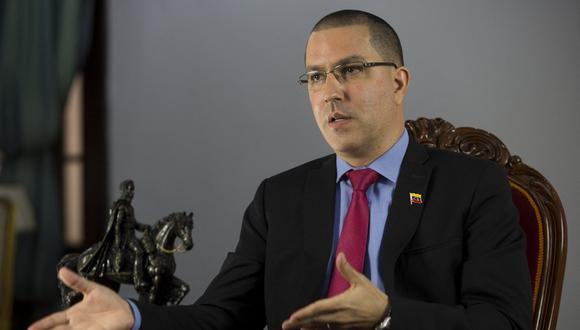 El canciller venezolano, Jorge Arreaza, habla durante una entrevista con AFP en Caracas, el 7 de abril de 2021. (Foto: Pedro Rances Mattey / AFP)