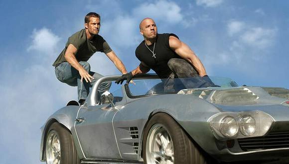 """Una de las escenas más llamativas de la quinta entrega de la saga """"Fast and Furious"""" tiene como protagonistas a Vin Diesel y Paul Walker, así como un peculiar Chevrolet Corvette Grand Sport de color gris con el que saltaron al vacío (Foto: Universal Pictures)"""
