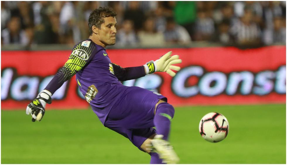 Leao Butrón (Perú) jugaría el próximo partido de Alianza Lima en Copa Libertadores con 42 años, 11 meses y 28 días (Foto: AFP)